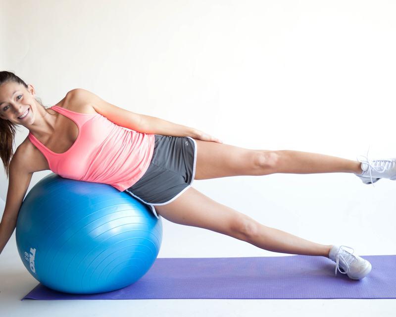 Pilates para adelgazar con pelota